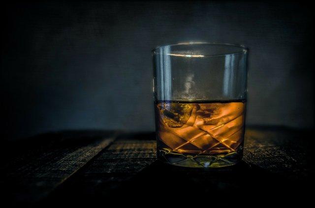 whiskey-315178.jpg