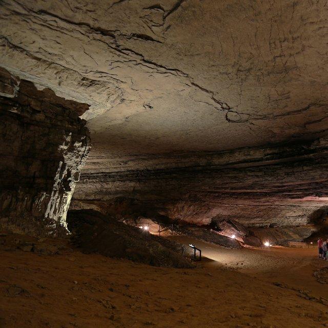Mammoth_Cave_Rafinesque_Hall.jpeg