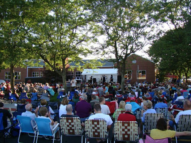 Music on the Lawn_Grandview Library.JPG