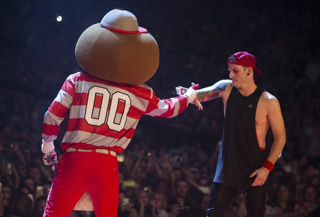 Twenty One pilots with Brutus.jpg