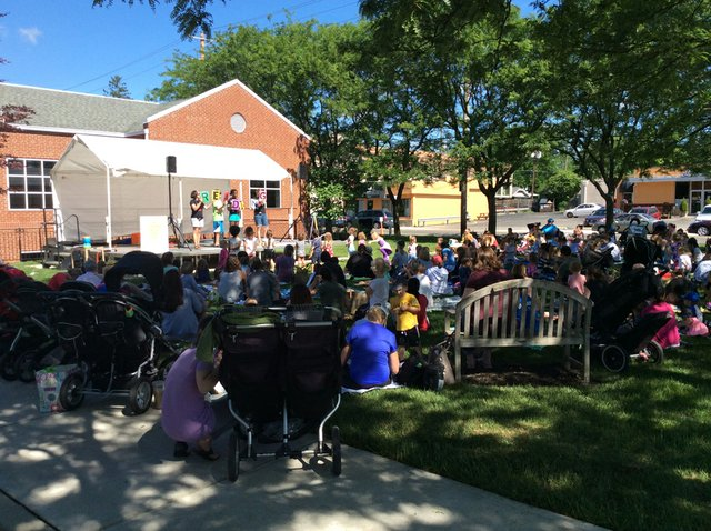 GHPL Kids Stories on the Lawn2 2016.JPG