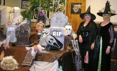 Volunteer-Witches-at-Haunted-Museum.jpg