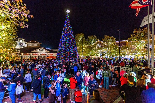 EastonTreeLighting - Credit Steve Brady.jpg