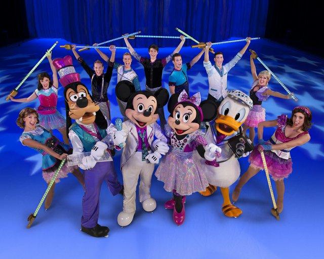 D33_Mickey_Minnie and gang.jpg