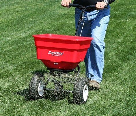 lawn fertilizing.1.jpg