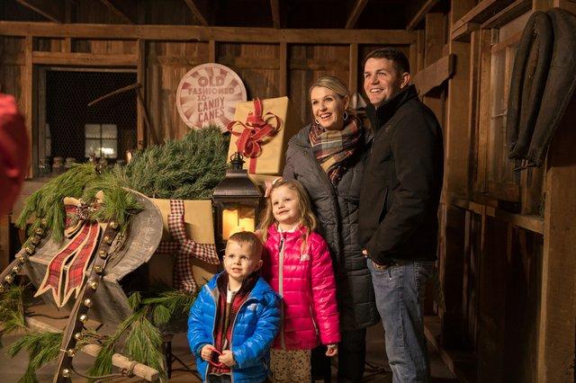 2017-christmas-tree-lighting_38769228781_o.jpg