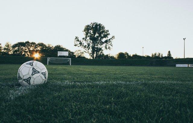 ball-field-grass-114296.jpg
