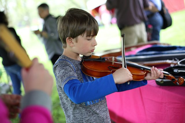 Central Ohio Folk Festival Child&Fiddle_Hi-Res_LindaMcDonaldPhotographySMALL.jpg