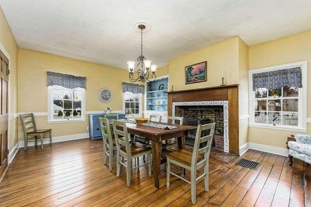 dining room-2 (002).jpg