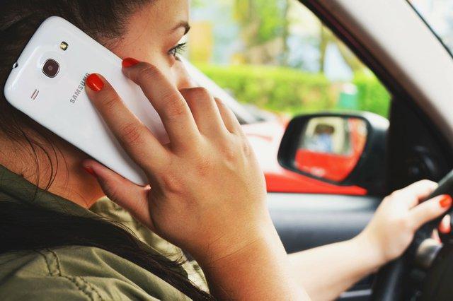 person-woman-smartphone-car.jpg