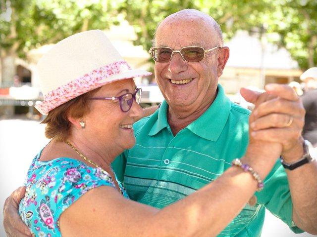 seniors dancing.jpg