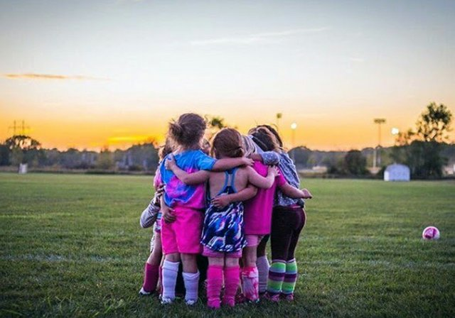 Soccer little girls huddle 2017 (002).jpg