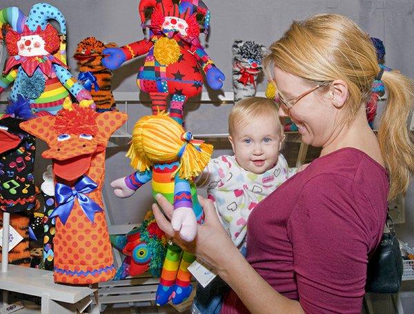 Nancy_Gates_booth_Baby-Mom.jpg