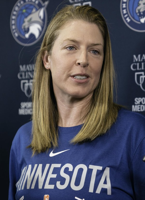 Katie_Smith_at_a_Minnesota_Lynx_press_conference_(cropped).jpg