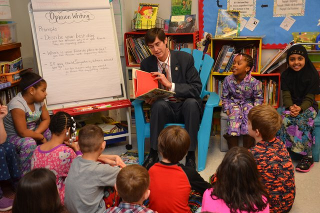 Kellogg reading to students during Right to Read Week (1).JPG