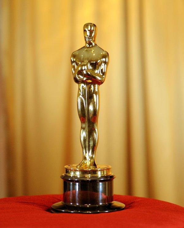Oscar Statue.jpg