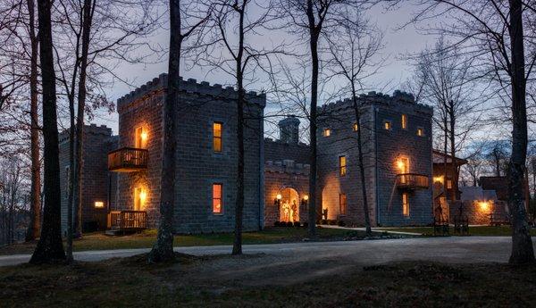 castleRavenwood-a-exteriors-01.jpg