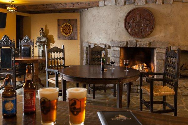 castleRavenwood-u-Common-Pub-02.jpg