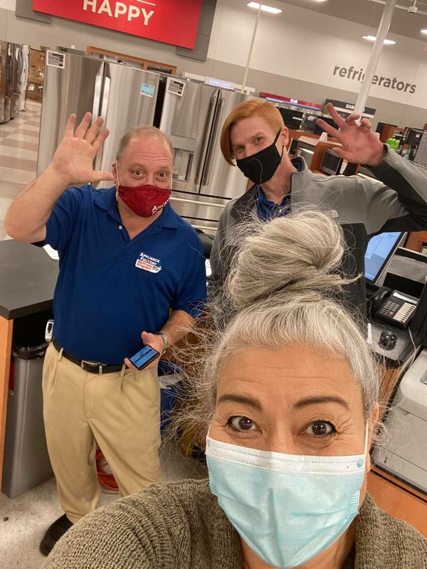 Deb's freezer gave out so she went freezer shopping and of course even had to snap a selfie thanking the employees.