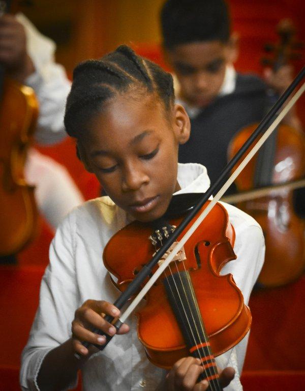 violinist_credit_RandallLSchieber.jpg