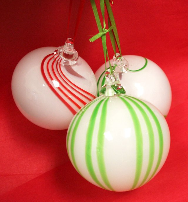Holiday_Round_Glass_Ornaments.jpg