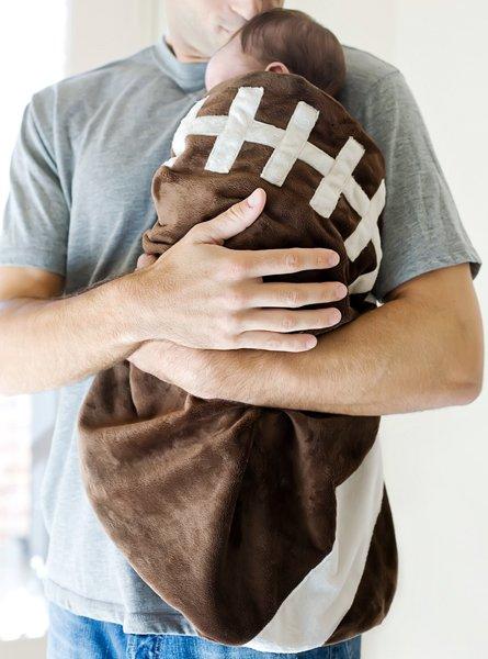 TEAMEES - lifestyle football blanket.jpg