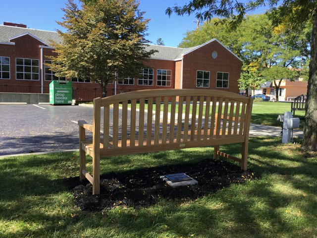 2016_1007_GHPL_Memorial_Bench_in_memory_of_Jennifer_Cooke.JPG