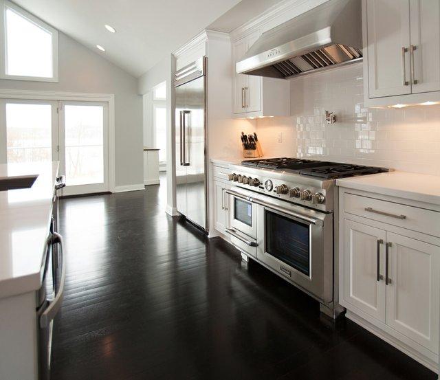kitchen 3 with range.jpg