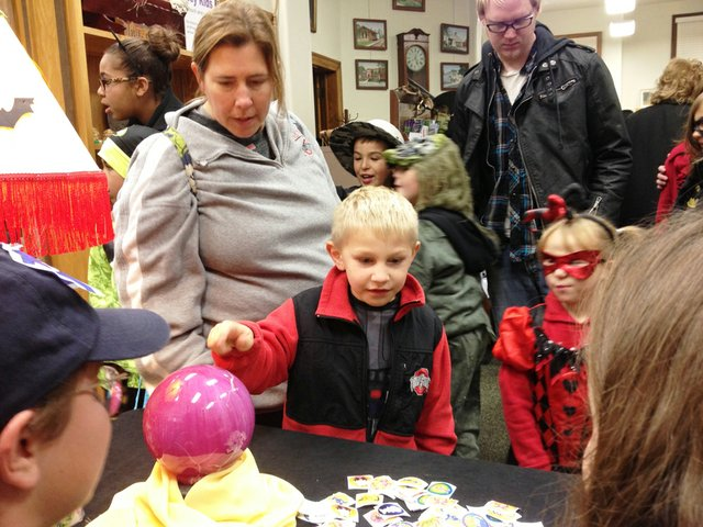 Kids had their fortunes told at Historical Museum.JPG
